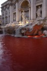 La fontana di Trevi colorata di rosso 02